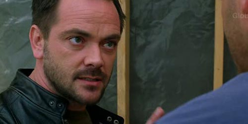 Mark Sheppard incarne Ioannis 'Johnny' Patani dans Without a Trace - Requiem (4.22)
