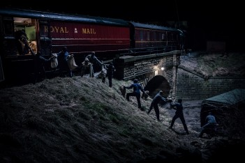 Première image de la mini-série The Great Train Robbery