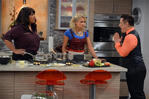 young and hungry saison 1x01 600x400 - Young & Hungry : une cuisinière d'Enfer (pilote)