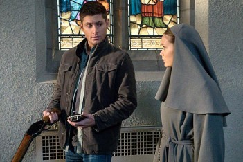 Supernatural : Trahisons à travers les âges (10.16)