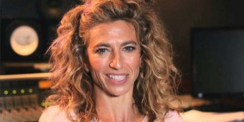 En plus de The Originals, Claudia Black sera dans le pilote de Cordon de The CW