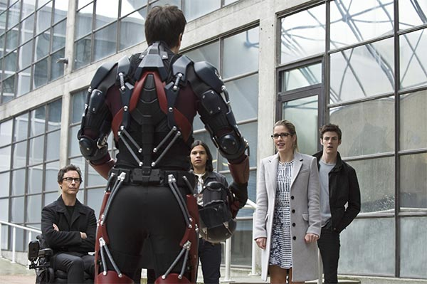 The Flash : The Flash contre Queen Bee (1.18)
