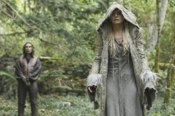 Once Upon a Time : The Dark Swan (5.01)