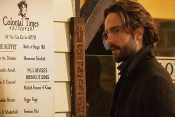 Le trailer de Sleepy Hollow Saison 3 montre qu'Ichabod et Abby reprennent le combat, mais changent de style