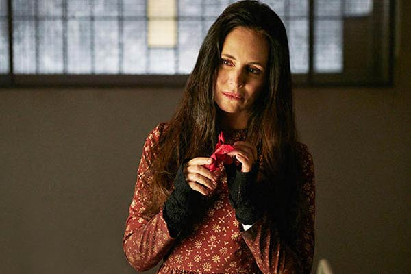 Madeleine stowe 12 monkeys saison 2 - 12 Monkeys Saison 2 accueille Madeleine Stowe, la docteur Railly du film