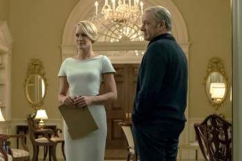 En saison 4, House of Cards redresse la barre en opposant les Underwood au reste du monde
