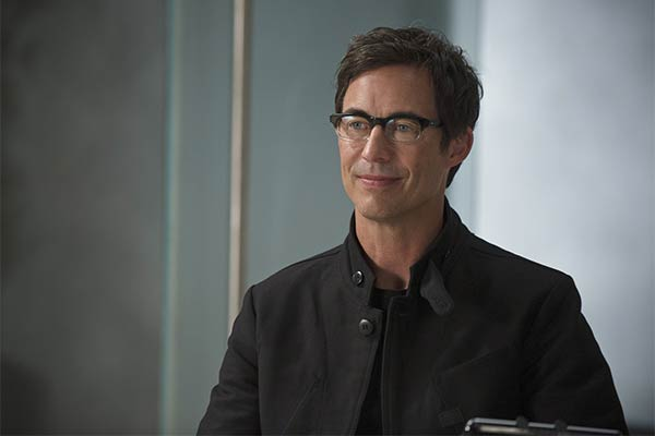 harrison wells tom cavanagh - Harrison Wells de The Flash : Les différentes versions du fondateur de STAR Labs