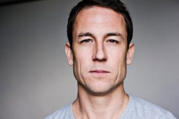 Entre deux saisons de Outlander, Tobias Menzies prend la tête de The Terror, l'anthologie AMC