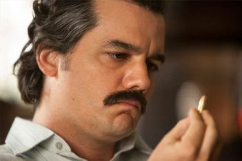 Narcos : La Chasse commence (2.01)