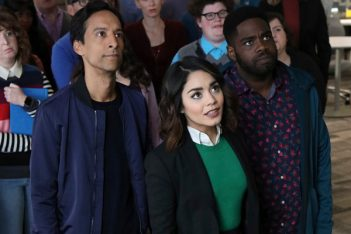 Powerless : Sans pouvoir, difficile de survivre à Charm City (Pilote)