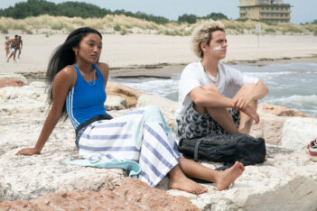 We Are Who We Are Saison 1 : Les torrents adolescents (sur StarzPlay)